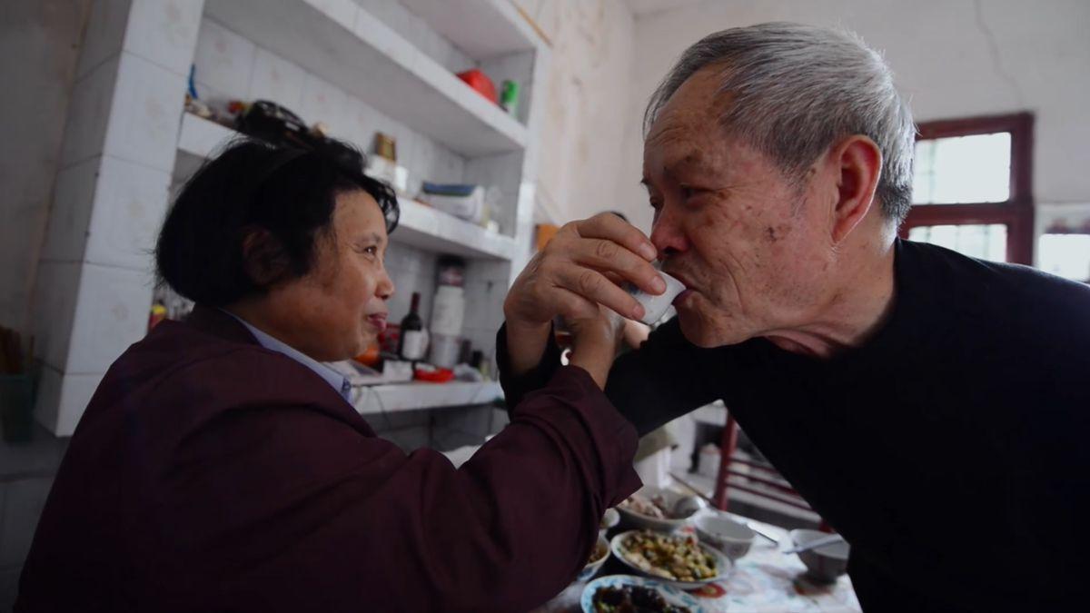 """Szene aus """"Four Springs"""" beim digitalen Filmfest des Konfuzius-Instituts München: Lu Qingyi erzählt darin vom einfachen Leben seiner Eltern."""