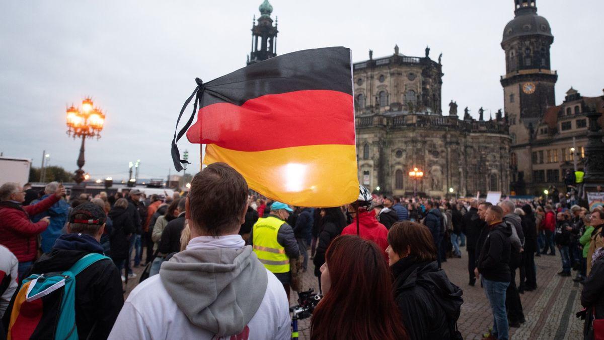 Vor der Schlosskirche in Dresden