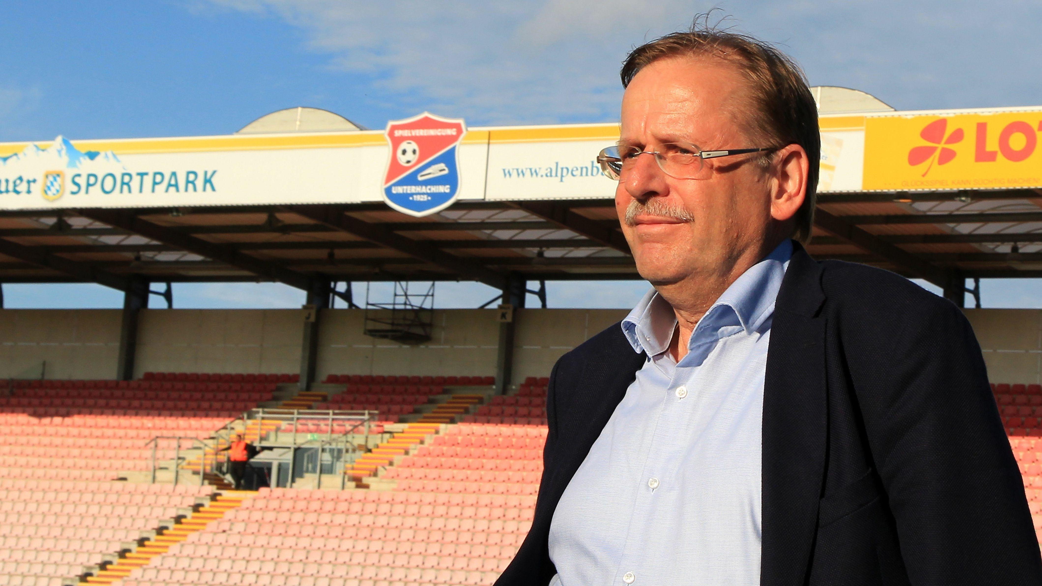 BFV-Präsident Rainer Koch in einem leeren Fußballstadion