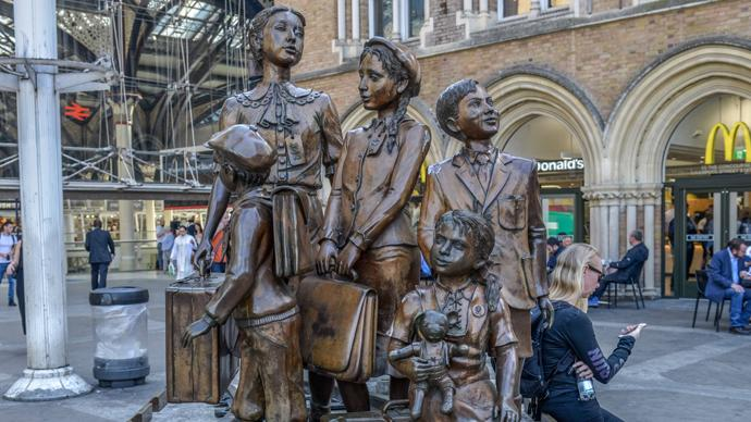 Denkmal, Kindertransport - Die Ankunft, Vorplatz, Liverpool Street Station, London