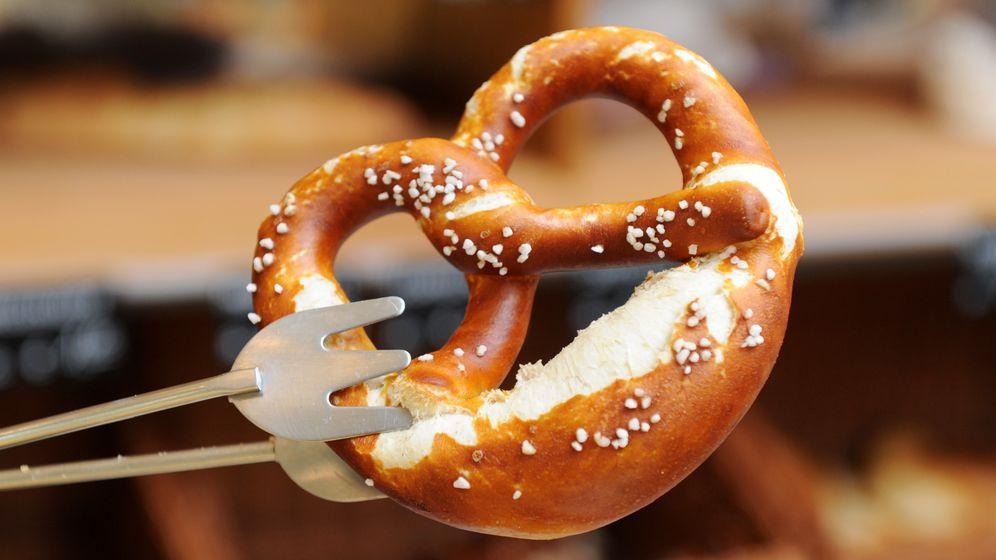 Für jeden noch so kleinen Kauf erhalten Verbraucher ab 2020 einen Kassenbon - auch beim Bäcker.  | Bild:pa/dpa/Tobias Hase