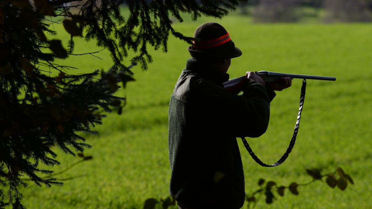 Ein Jäger während der Jagd