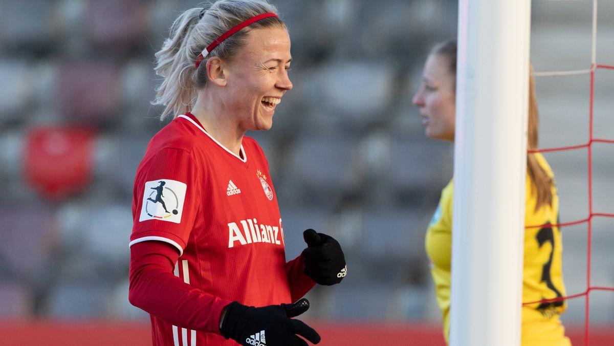 Hanna Glas vom FC Bayern gut gelaunt