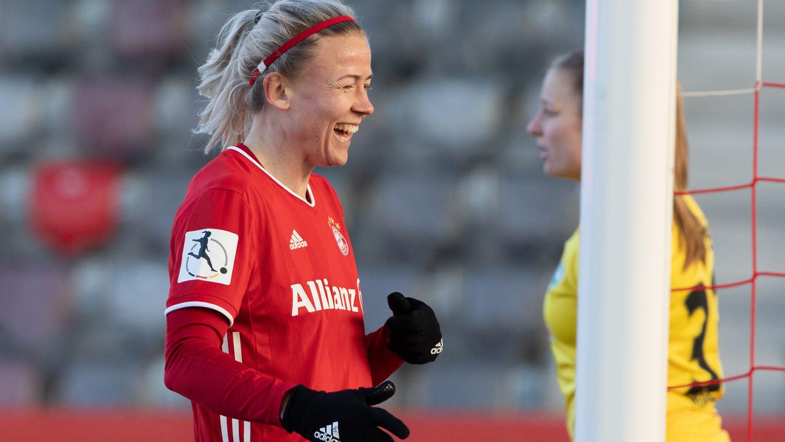 Frauen-BL: Spitzenreiter FC Bayern fertigt auch Bremen ab - BR24
