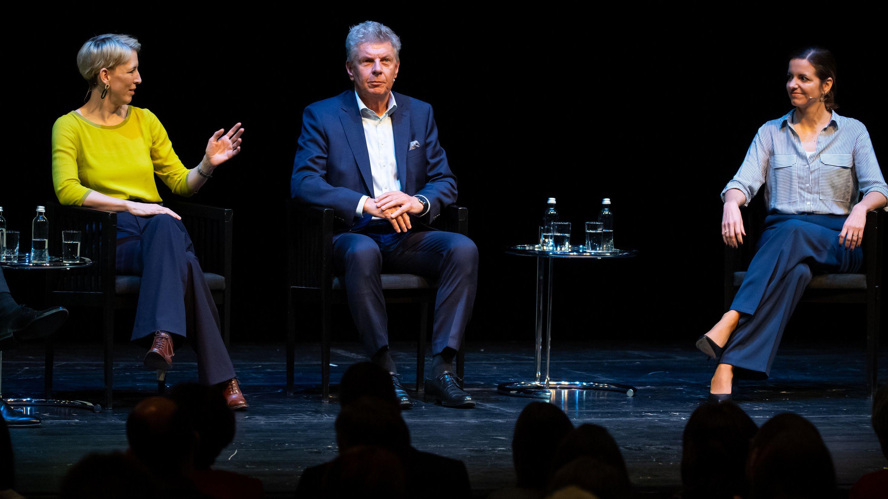 Von links: Katrin Habenschaden (Grüne), Dieter Reiter (SPD) und Kristina Frank (CSU)