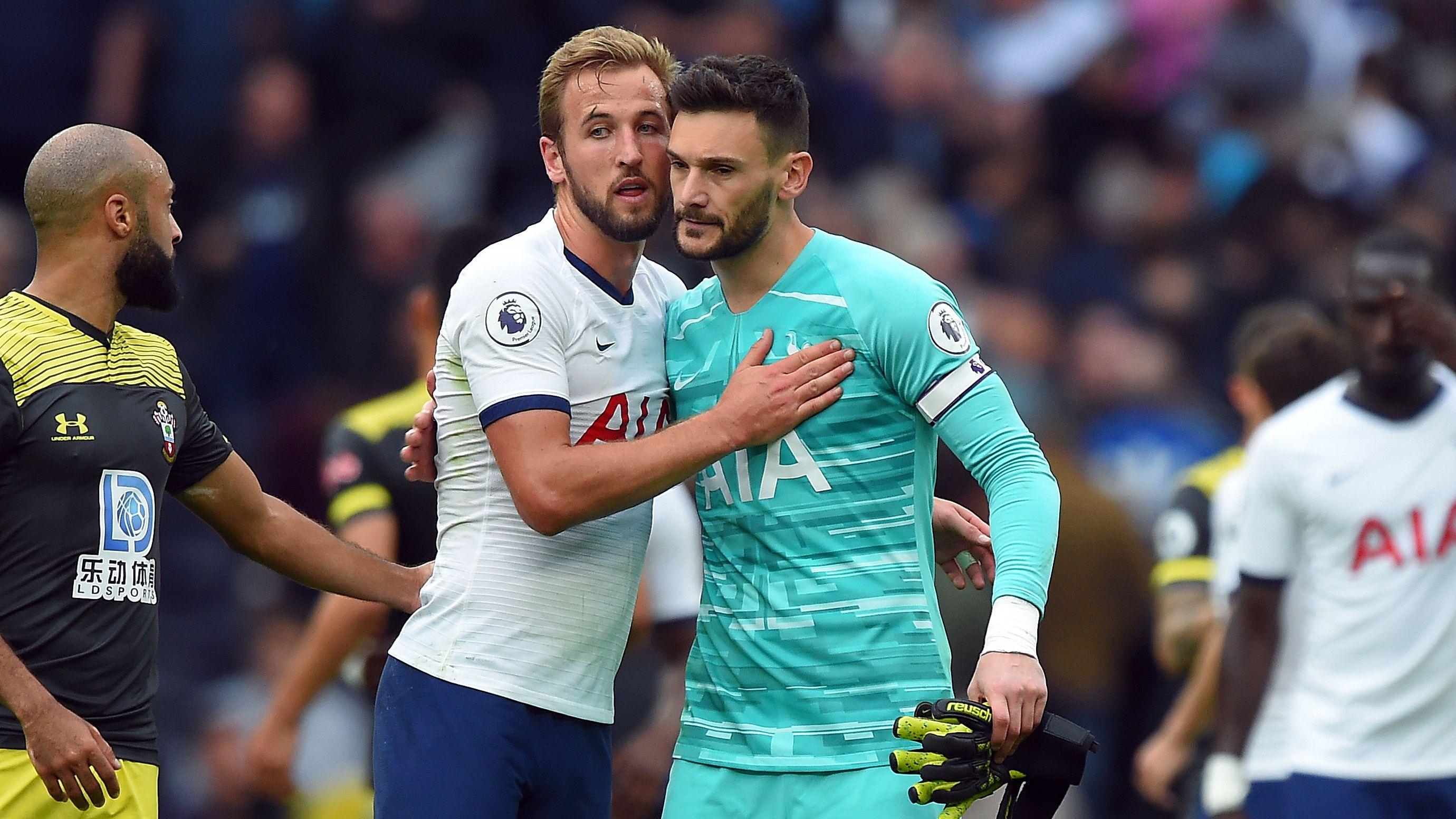 Harry Kane und Torwart Hugo Lloris von Tottenham Hotspur nach dem 2:1-Sieg gegen Southampton