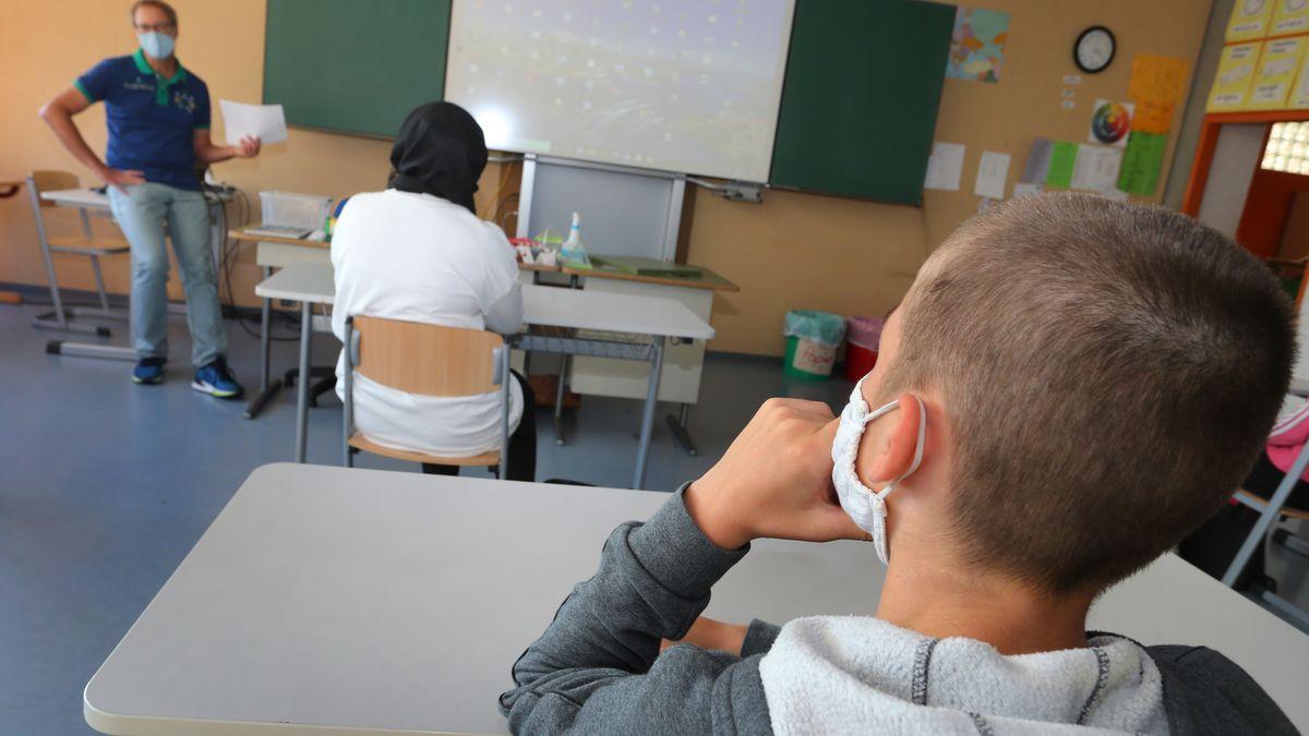 Lehrerverband greift Minister an Piazolo an: An Schulen herrscht Notbetrieb