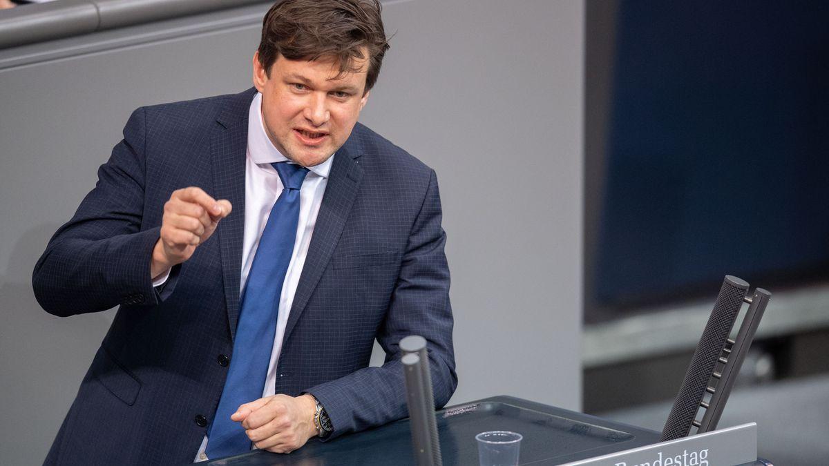 Tobias Zech (CSU) spricht bei einer Plenarsitzung im Deutschen Bundestag.