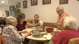 Seniorengruppe in der WG | Bild:Bayerischer Rundfunk