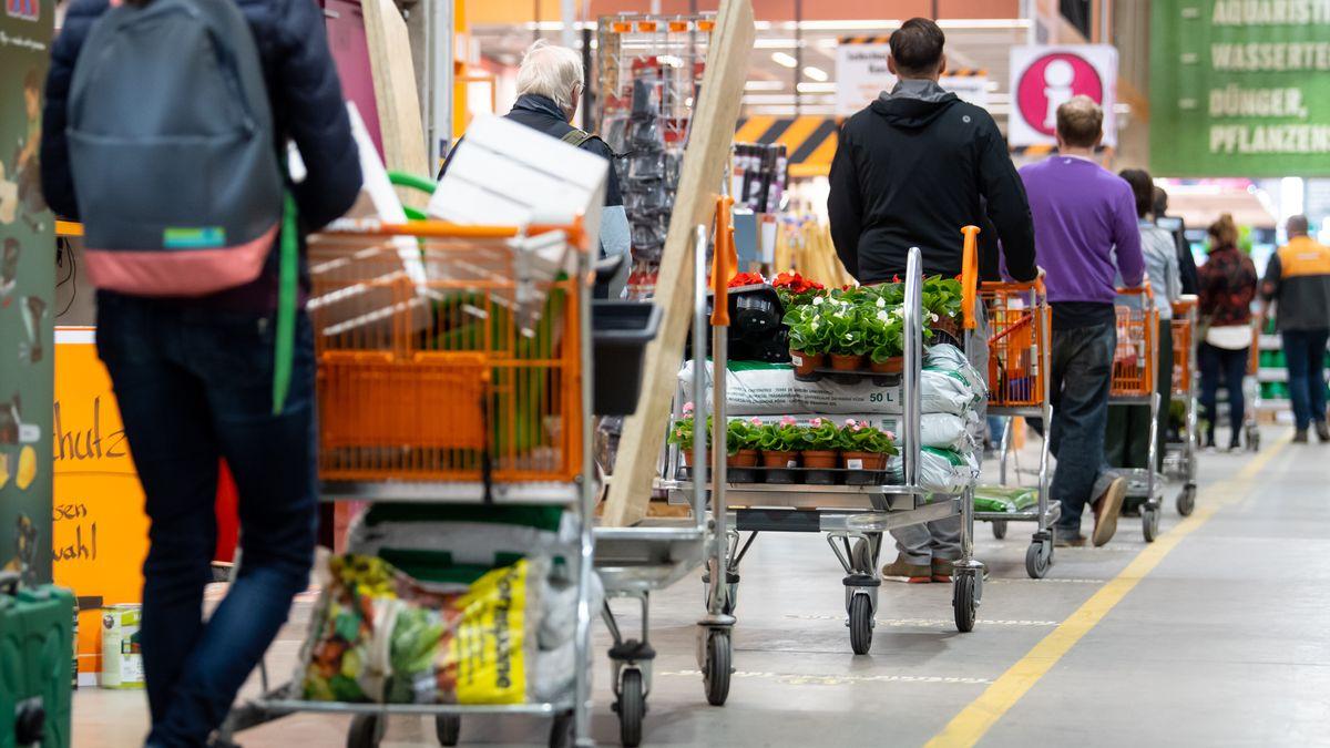 Am Tag der Wiedereröffnung der Bau- und Gartenmärkte Bayerns gab es mehr Andrang als gewöhnlich.
