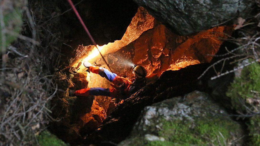 Höhlensuche der Bergwacht nach der vermissten Wanderin.