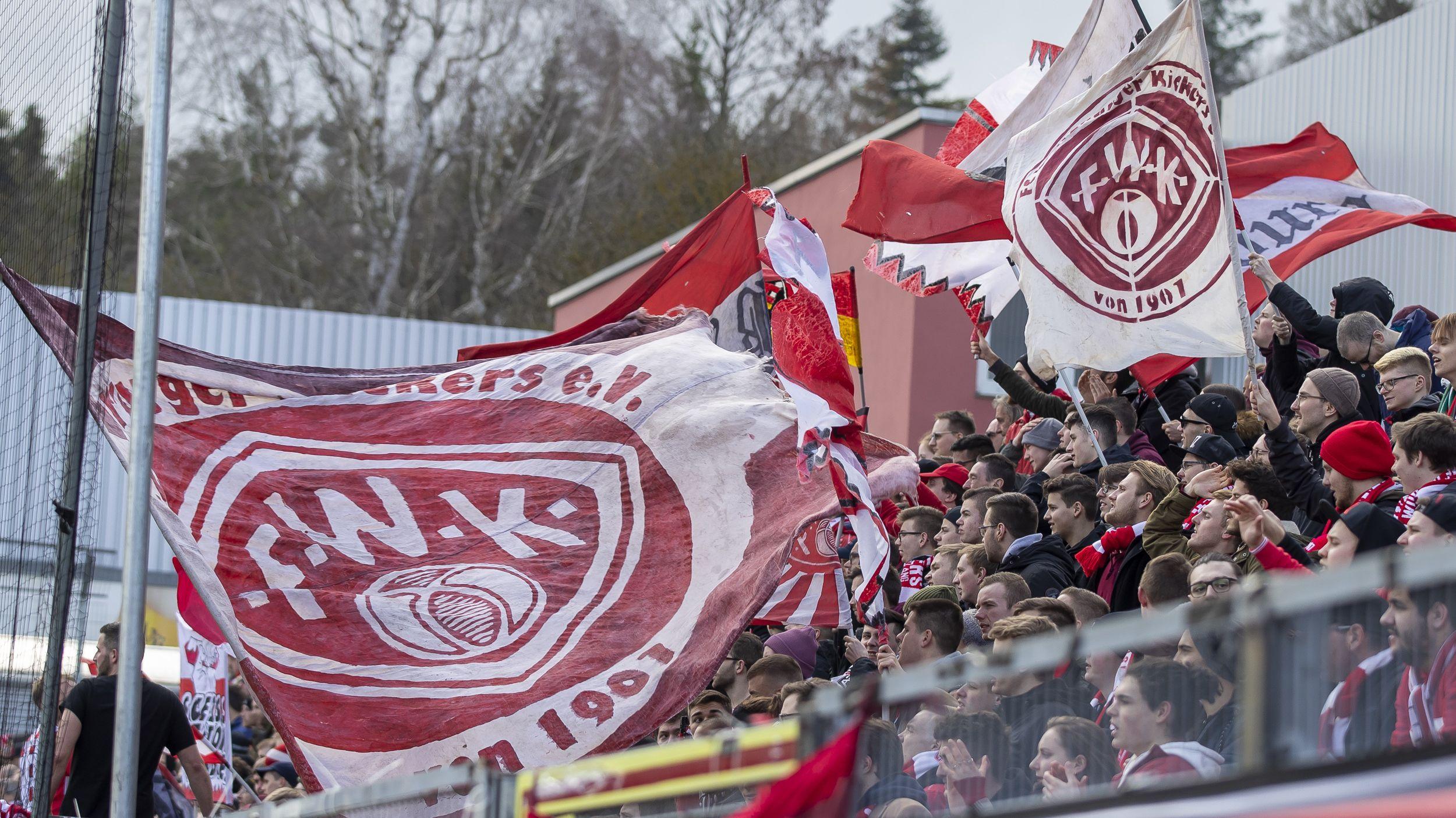 Fans der Würzburger Kickers in der Dritten Liga