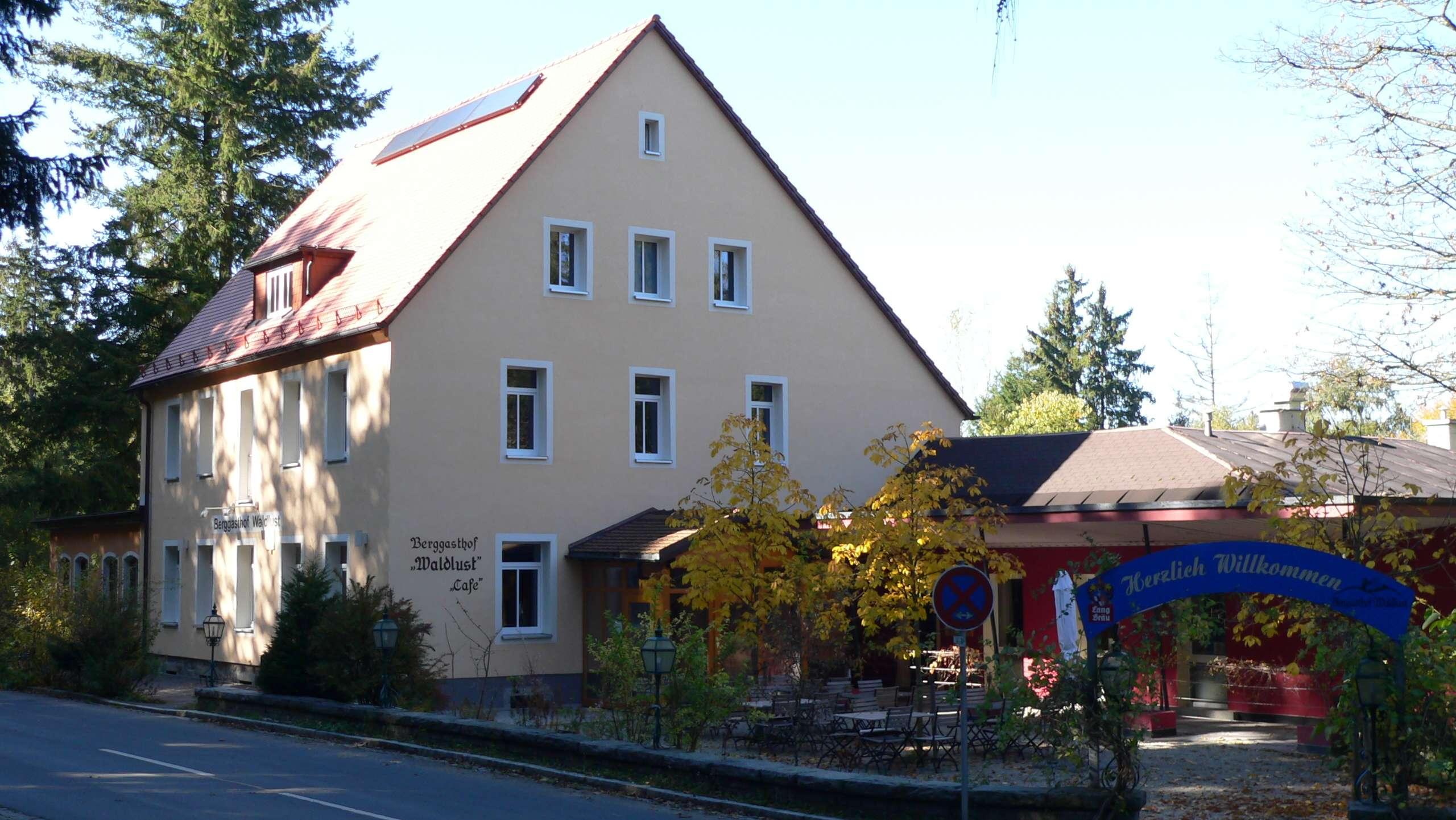 Ein Wirtshaus mit Biergarten in Wunsiedel