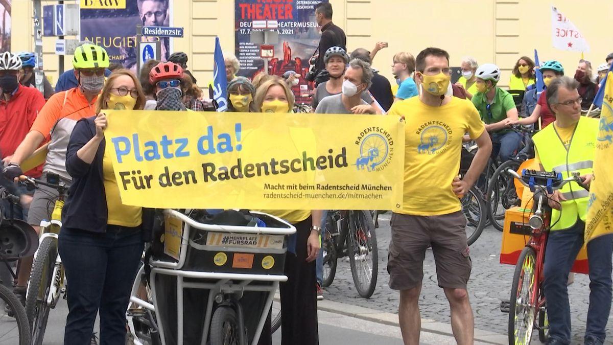 Rund 3.000 Fahrradfahrerinnen und -fahrer haben in München für ein besseres und sichereres Radwegnetz demonstriert.