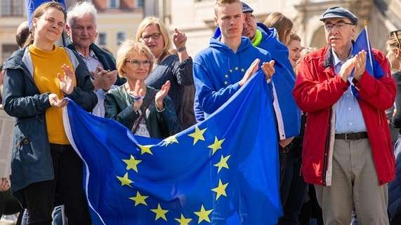 "Teilnehmer der ""Pulse of Europe""-Demonstration in Dresden 2019"