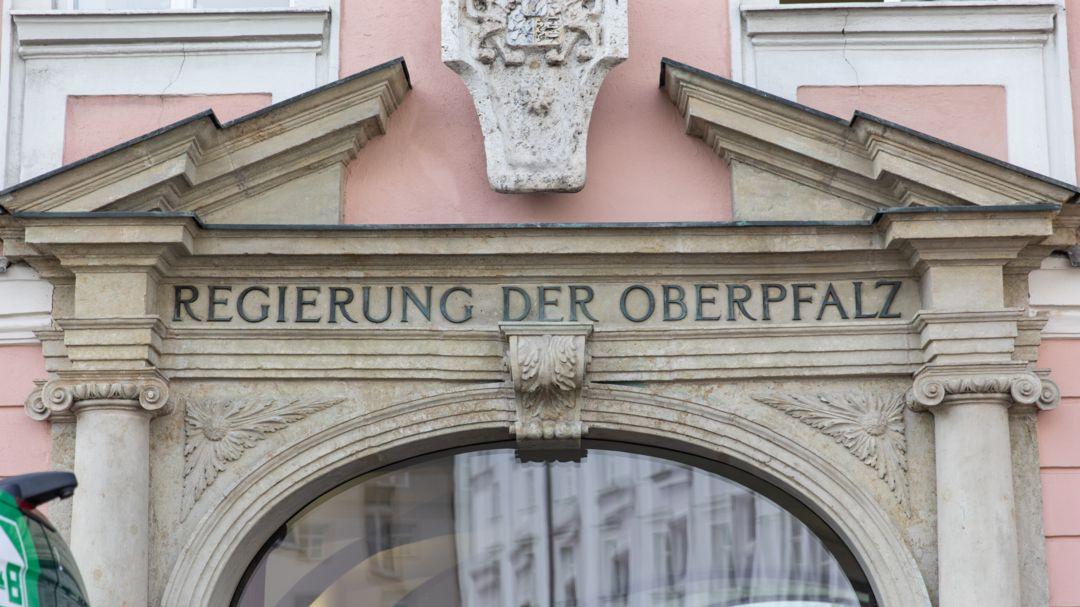 Eingang der Regierung der Oberpfalz (Symbolbild)