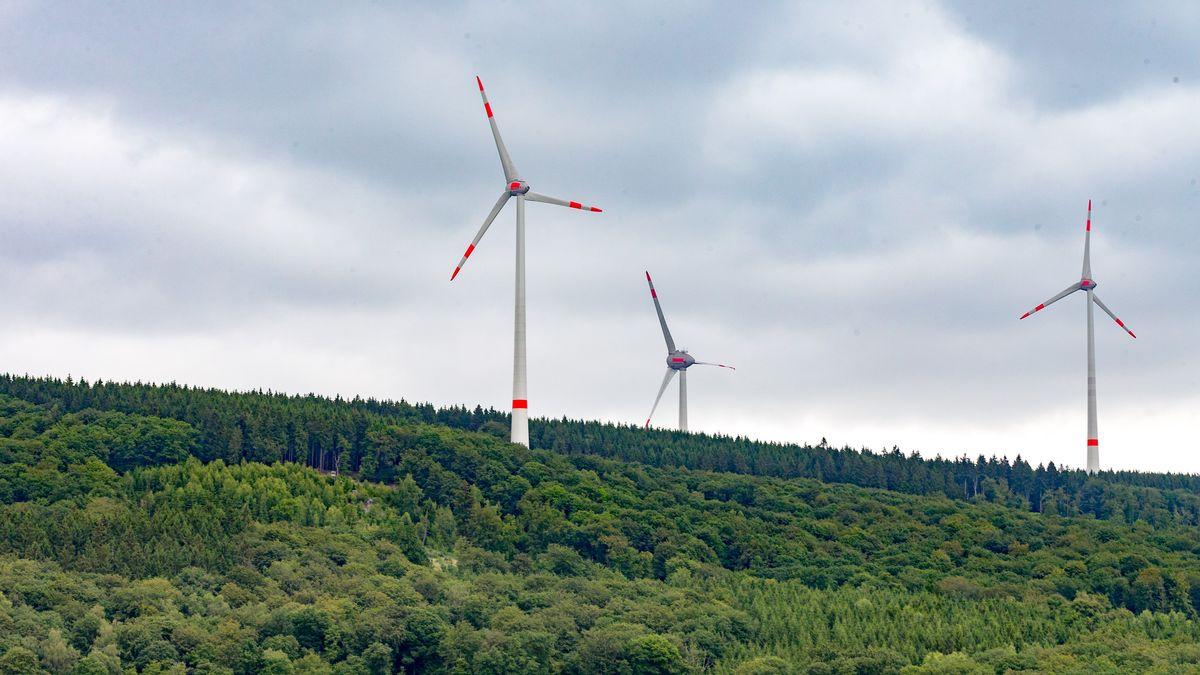 Die Regensburger Firma Ostwind plant in Sinzing einen Windpark mit drei Windrädern. Die Anlagen hätten eine Nabenhöhe von je 137 Metern.