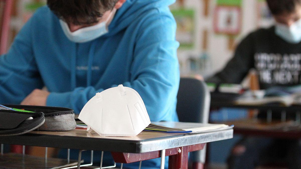 Schulkinder mit FFP2-Masken (Symbolbild).