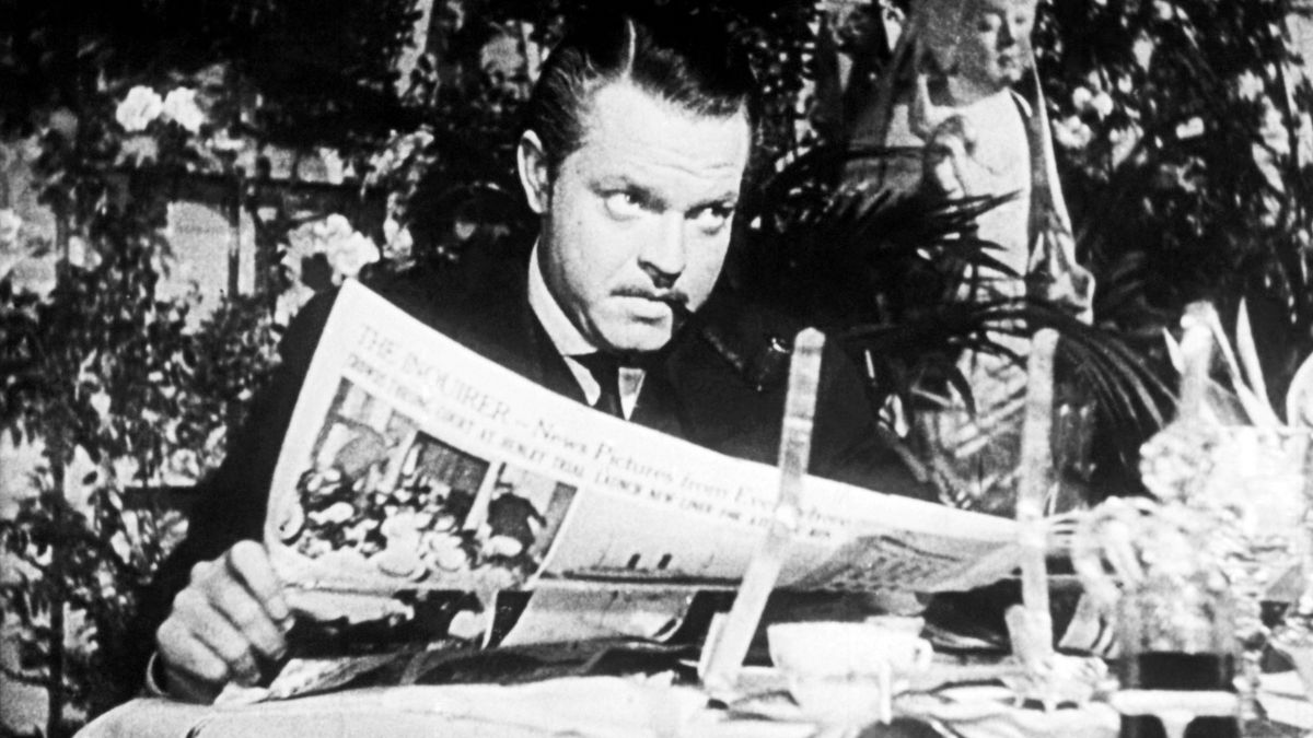 Der Schauspieler als Citizen Kane beim Zeitung lesen