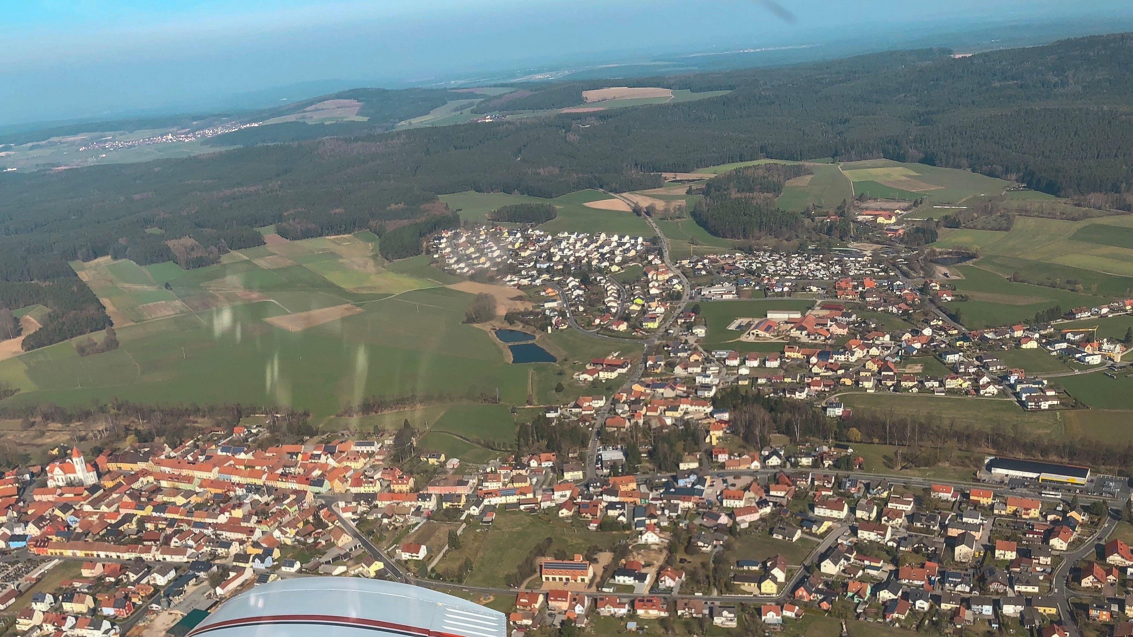 Blick aus einem Flugzeug über der Oberpfalz
