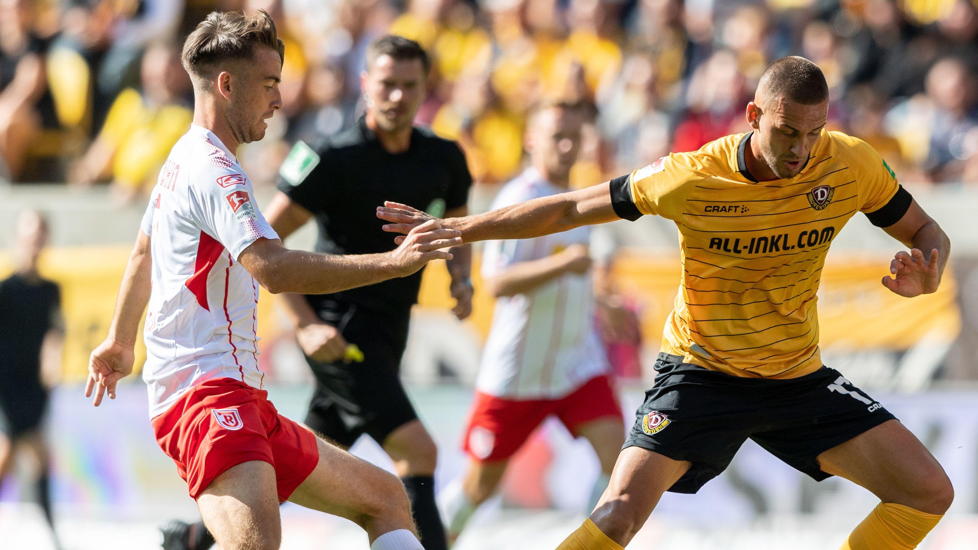 Spielszene Dynamo Dresden - Jahn Regensburg