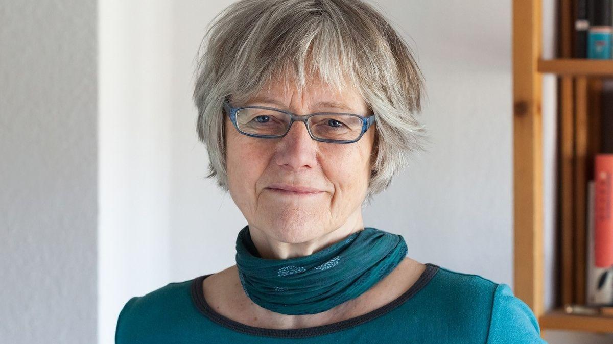 """Die Autorin und Herausgeberin der """"Philosophie des Singens"""" Bettina Hesse im Porträt"""