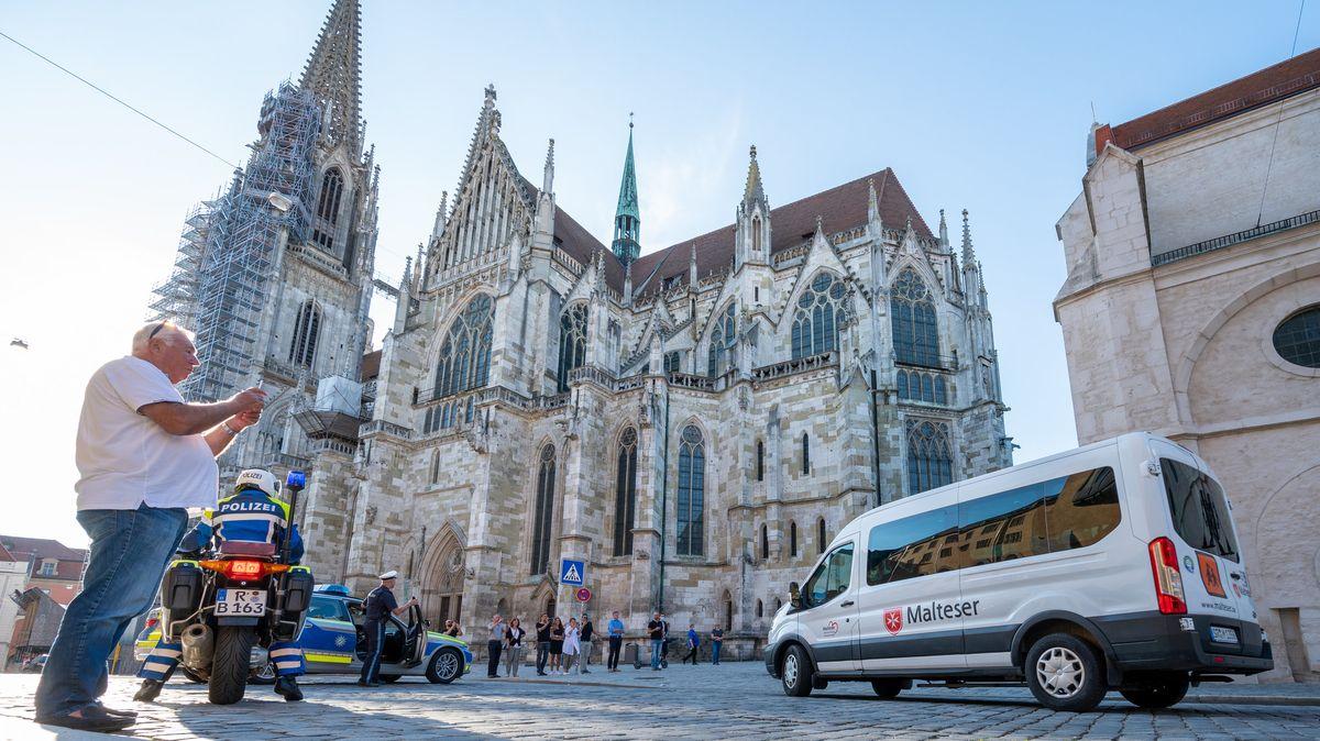 Der emeritierte Papst Benedikt XVI ist für vier Tage in Regensburg. Am Montag soll der Aufenthalt enden.