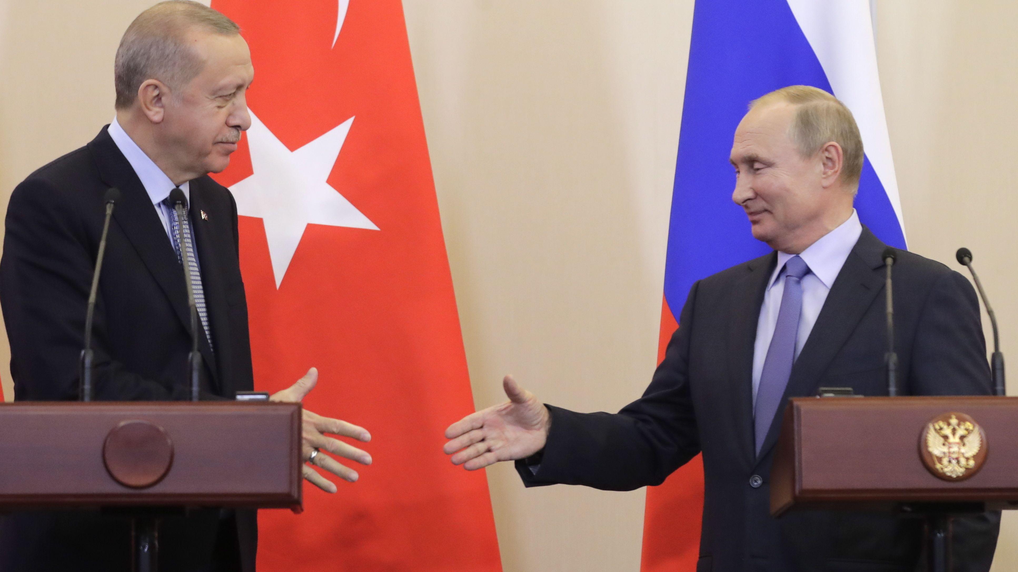 Recep Tayyip Erdogan (L) und Ruslands Präsident Vladimir Putin