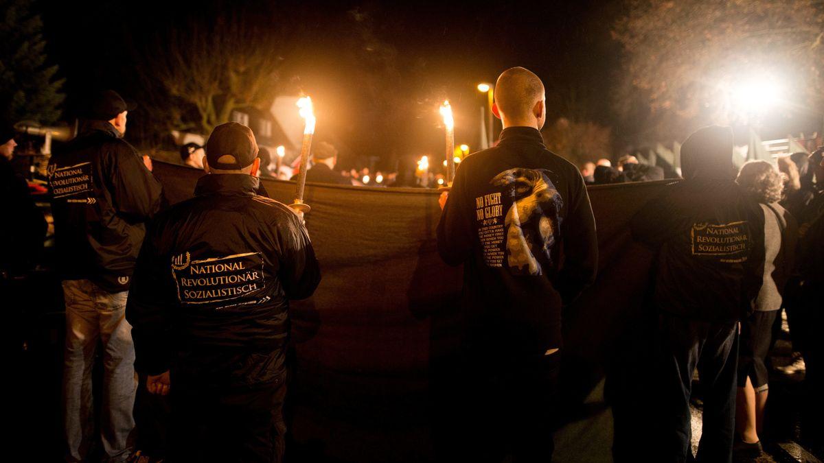 Neonazis demonstrieren in Wunsiedel.