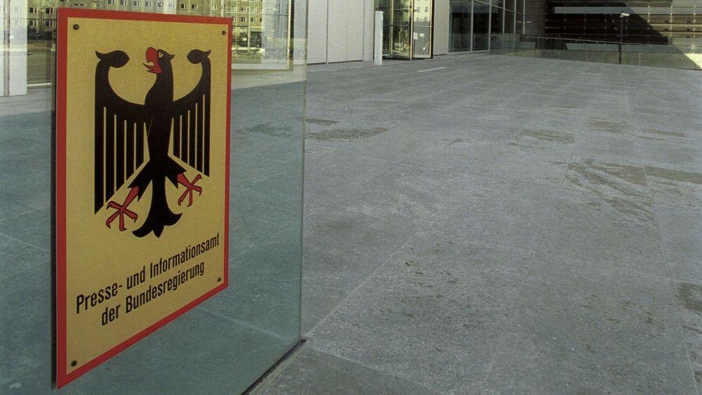 Eingang des Bundespresseamtes   Bild:pa / dpa