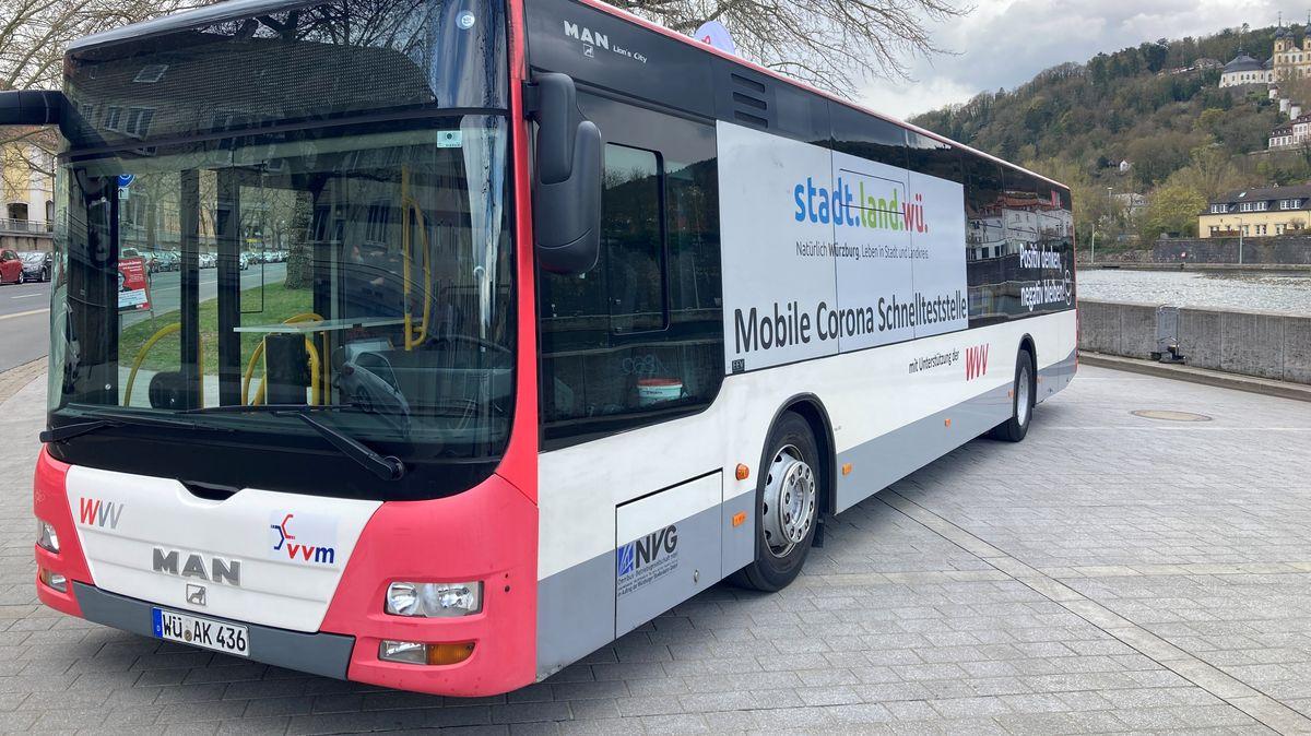 Corona-Schnelltest-Bus in Würzburg