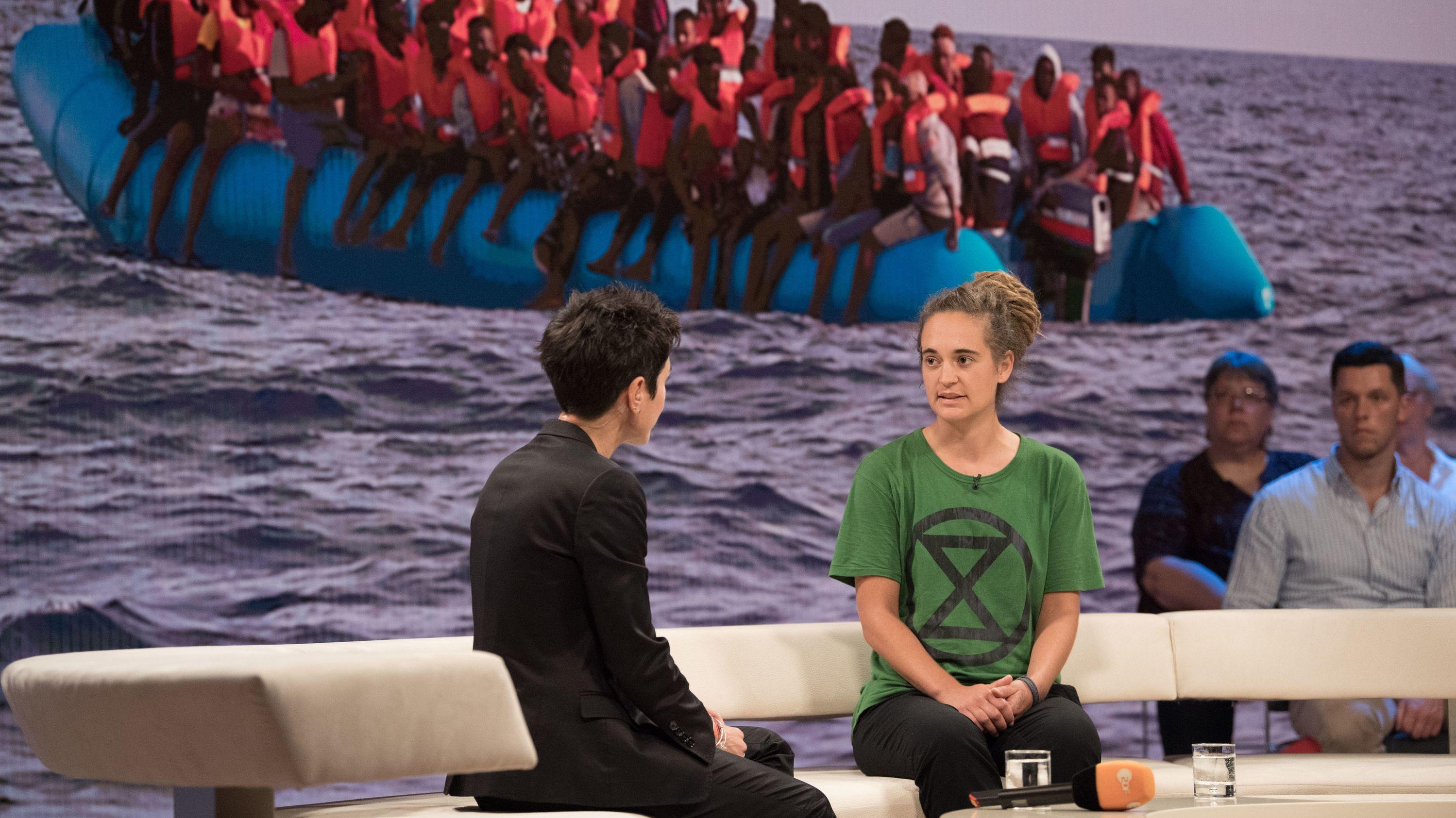"""Die Kapitänin Carola Rackete würde wieder Flüchtlinge in Seenot retten. Das sagte die 31-Jährige am Mittwochabend bei """"Dunja Hayali""""."""