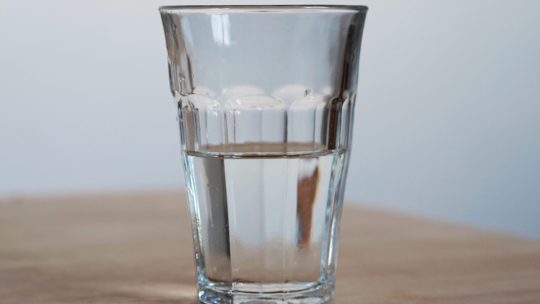 """Streit um den Begriff """"gesundes"""" Mineralwasser"""