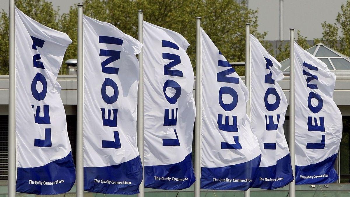 """Flaggen mit der Aufschrift """"Leoni"""""""
