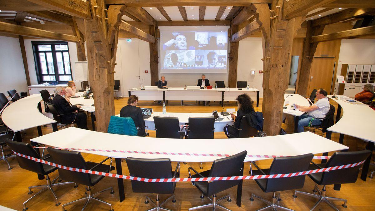 In Baden-Württemberg (wie hier im Bild in Tübingen) ist die virtuelle Teilnahme an Stadt- und Gemeinderatssitzungen schon erlaubt.
