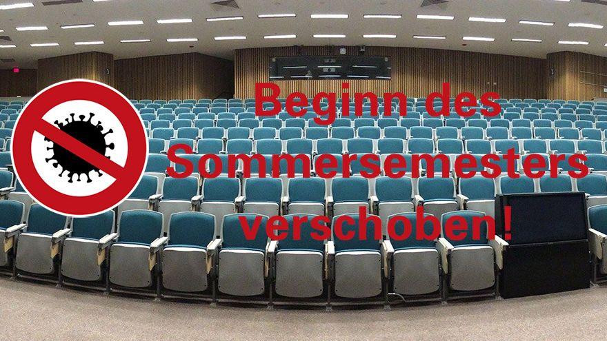 """Leerer Hörsaal mit Text """" Beginn des Sommersemesters verschoben"""""""