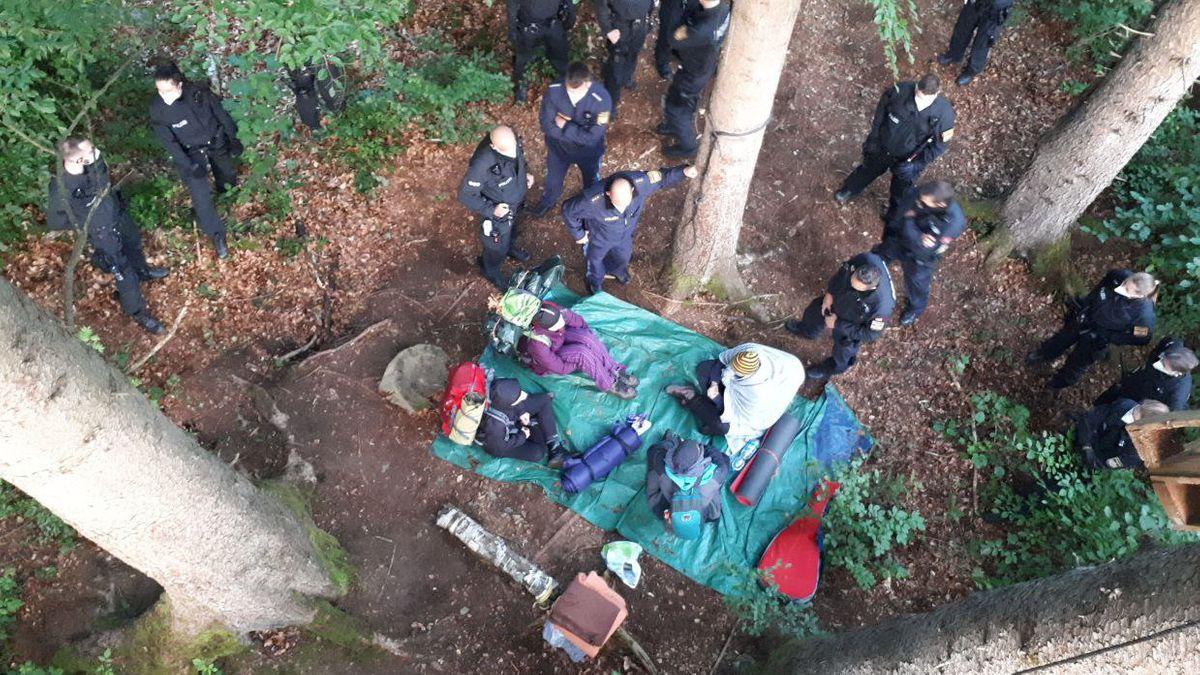 Räumung des Lagers der Klimaktivisten, fotografiert vom Baumhaus