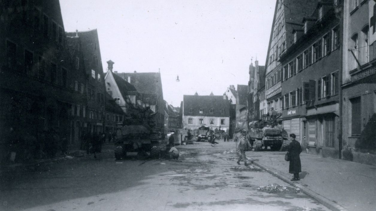 Panzer am Memminger Weinmarkt.