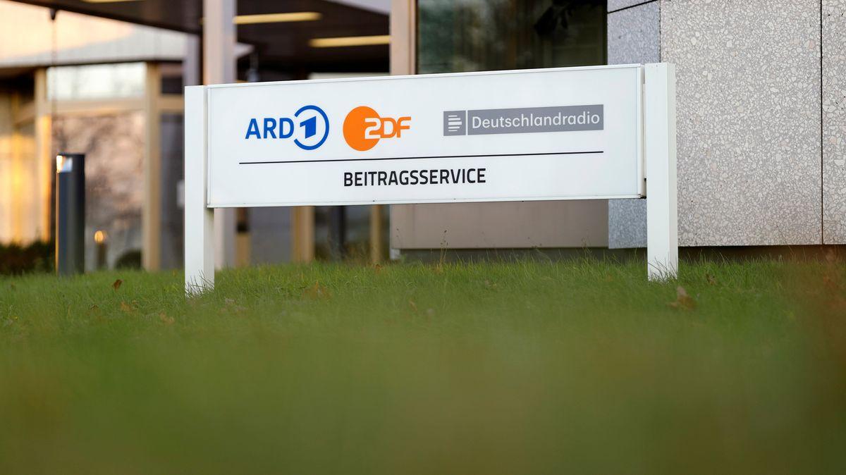 Köln, 09.12.20: Ein Schild steht an den Gebäuden des Beitragsservices von ARD, ZDF und Deutschlandradio.
