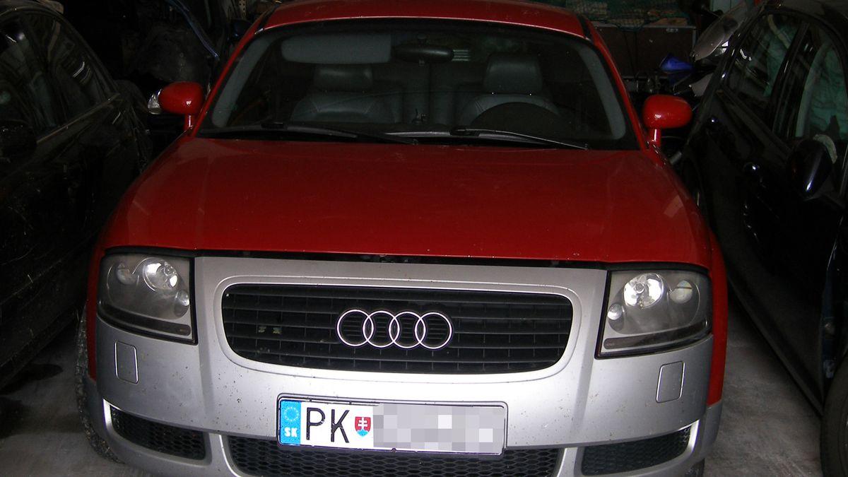 Die flüchtende Person war mit diesem roten Audi TT mit ausländischem Kennzeichen unterwegs