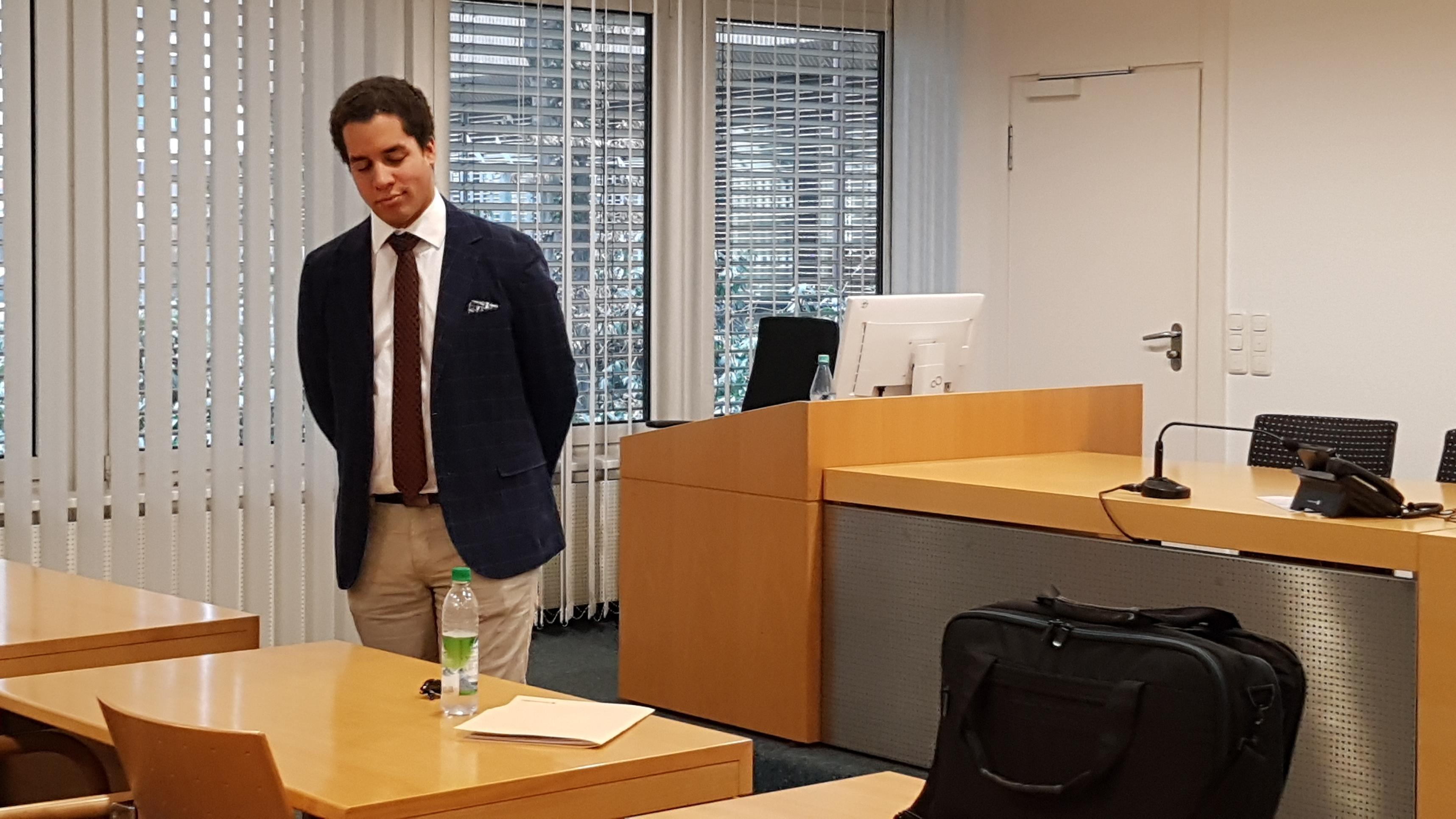 Frauenparkplatz Kläger Dominik B. Bayer im Gerichtssaal
