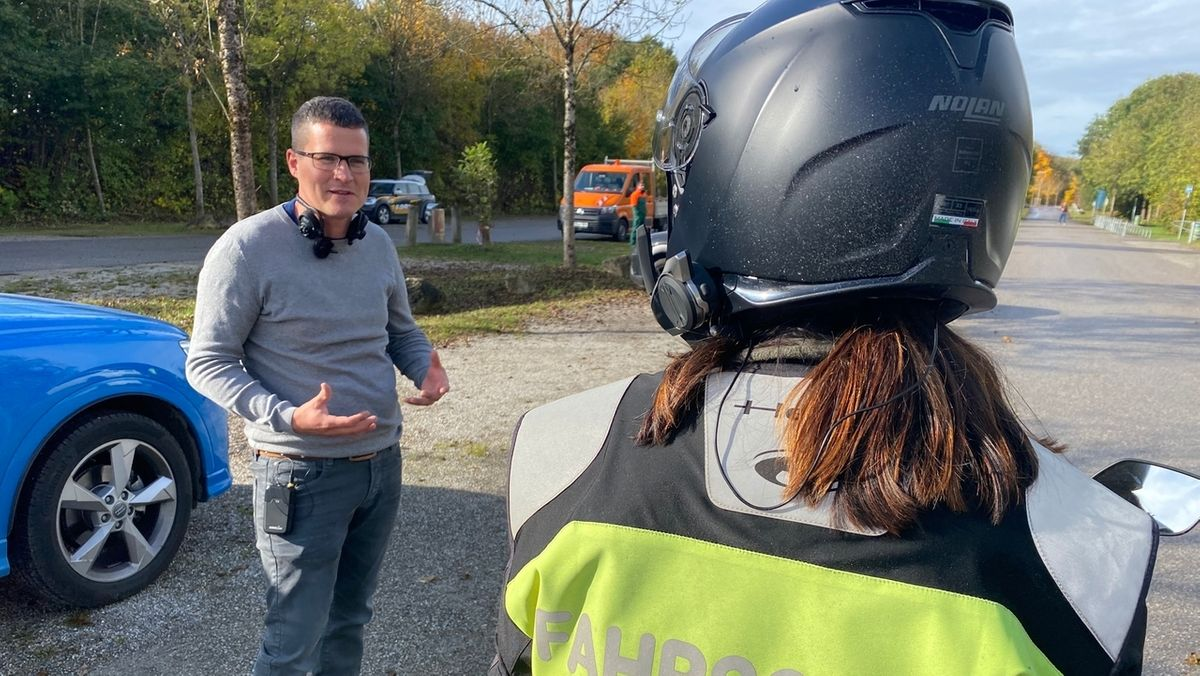 Fahrlehrer Christoph Langhans mit Fahrschülerin