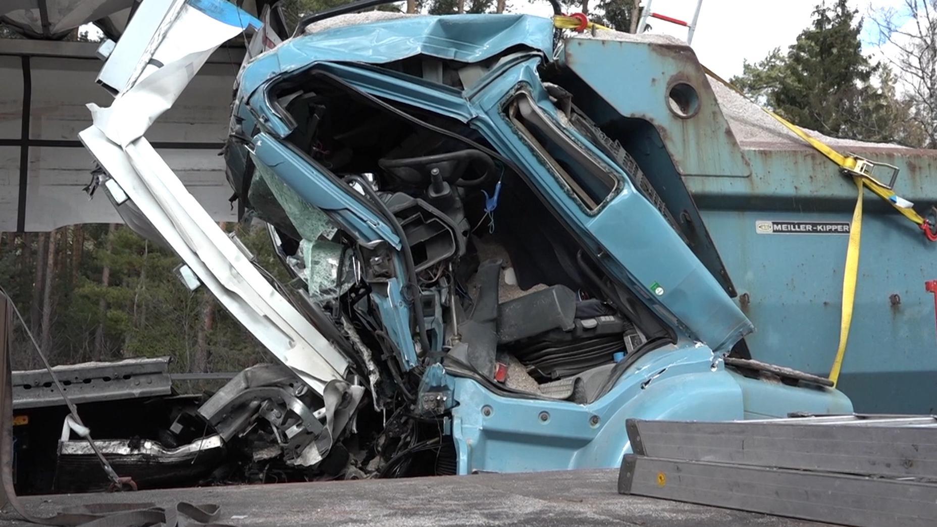 Bei einem schweren LKW-Unfall auf der A6 bei Roth in Mittelfranken wurden heute insgesamt drei Menschen verletzt, zwei davon schwer.