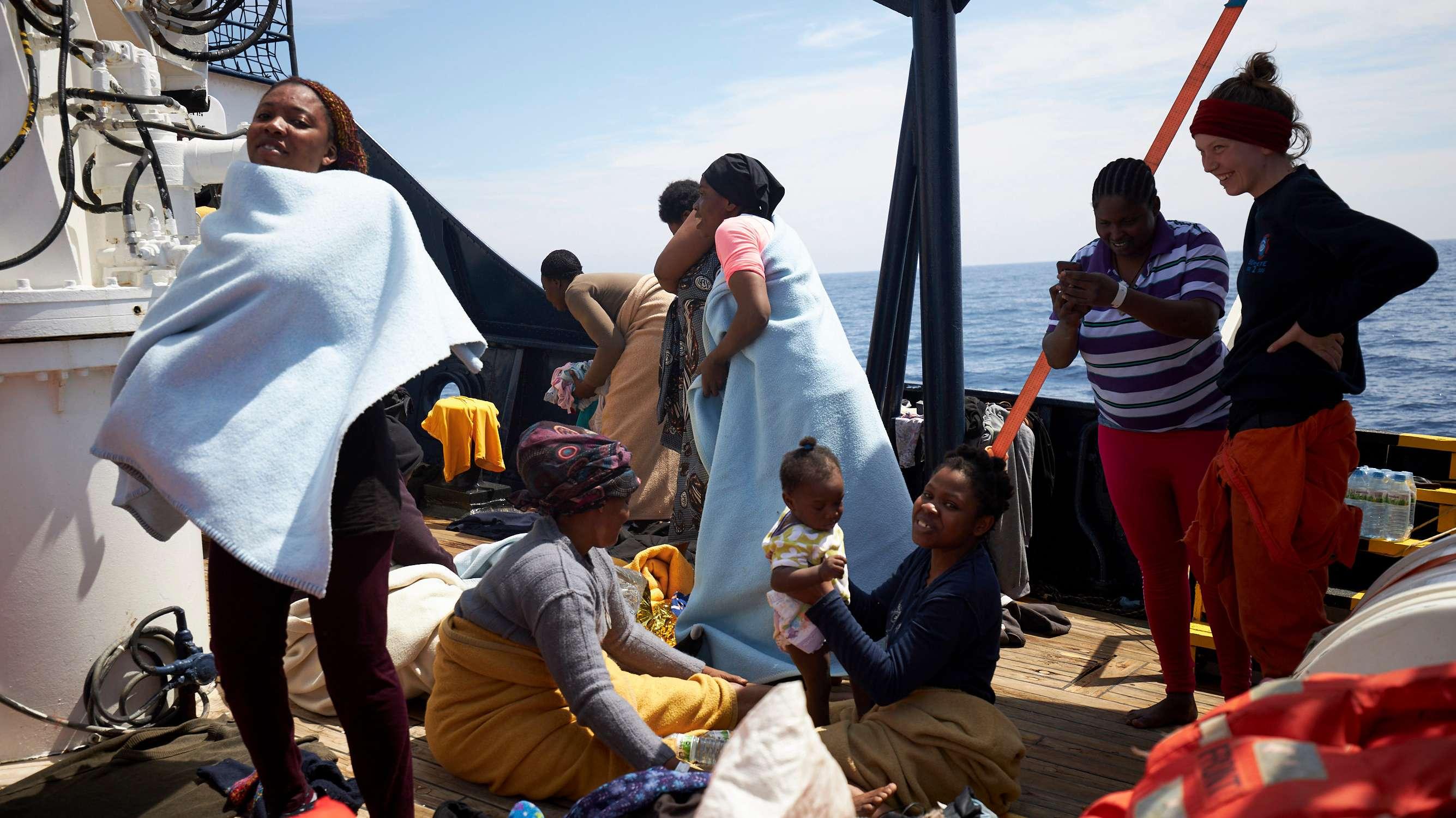 """Flüchtlinge auf der """"Alan Kurdi"""""""