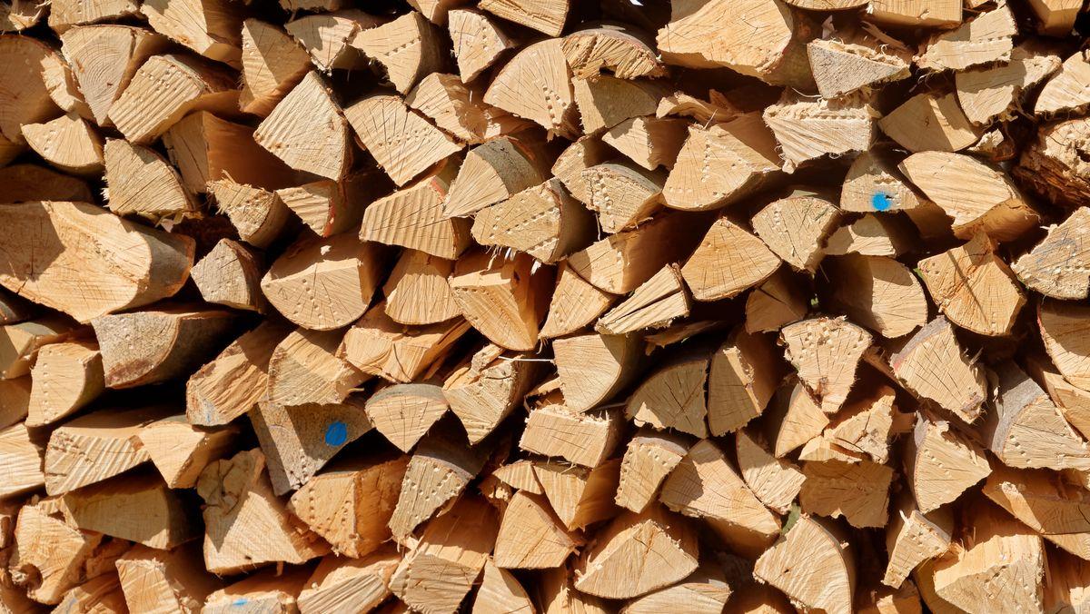 Ein Stapel Brennholz