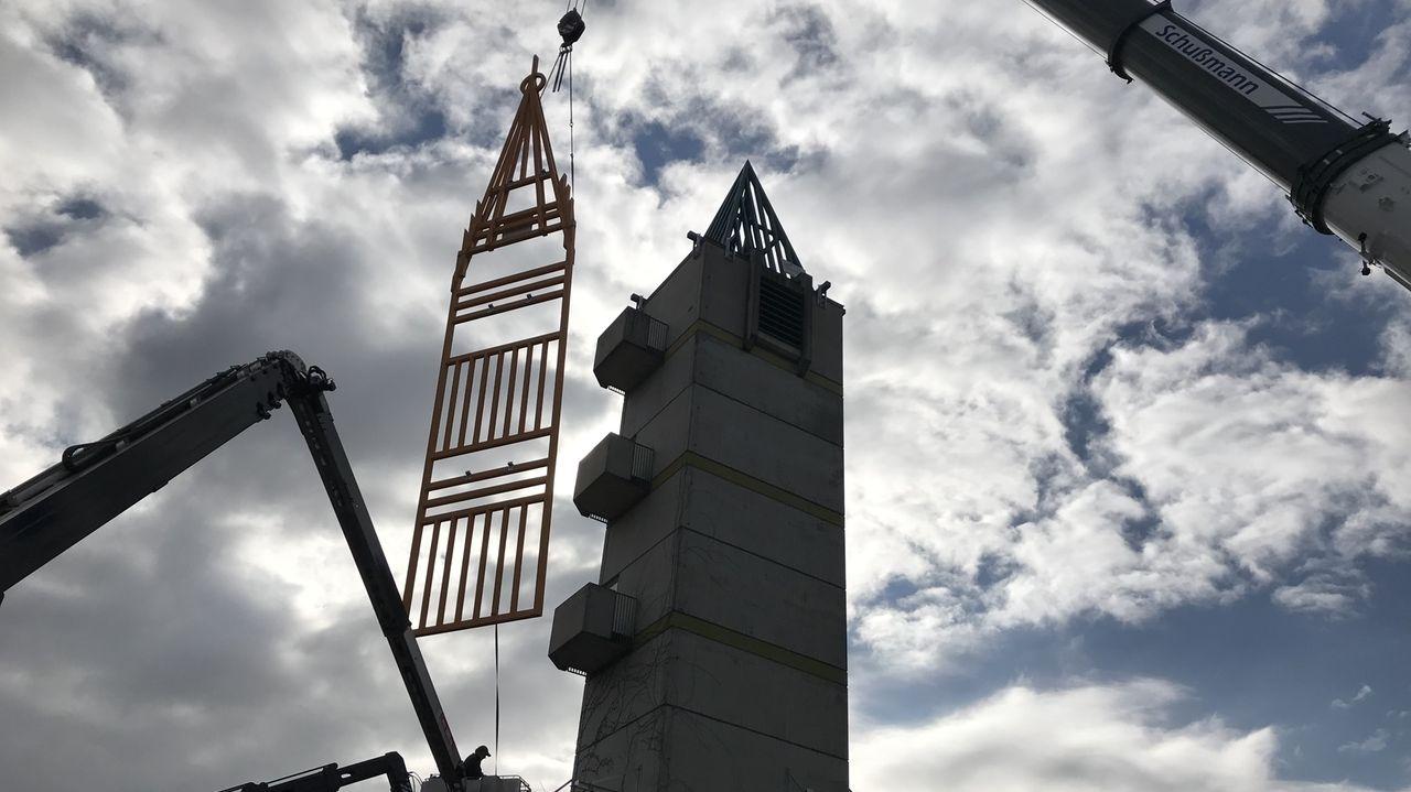 Neue Silhouetten für den Feuerwehrhaus-Turm in Aichach