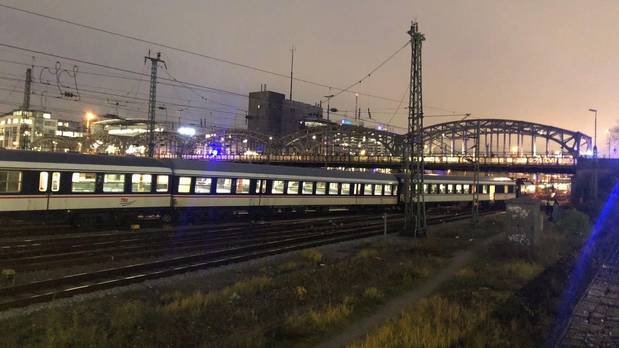 Der entgleiste Zug an der Hackerbrücke in München