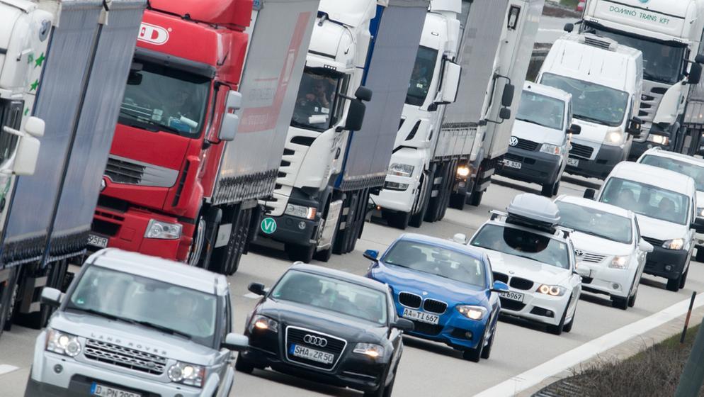 Im Bereich der 15 Kilometer langen Großbaustelle auf der A3 bei Regensburg sind seit Jahresbeginn bis Oktober mehr als 420 Unfälle passiert. Jetzt gibt es ein neues Warnsystem. | Bild:pa/dpa/A. Weigel