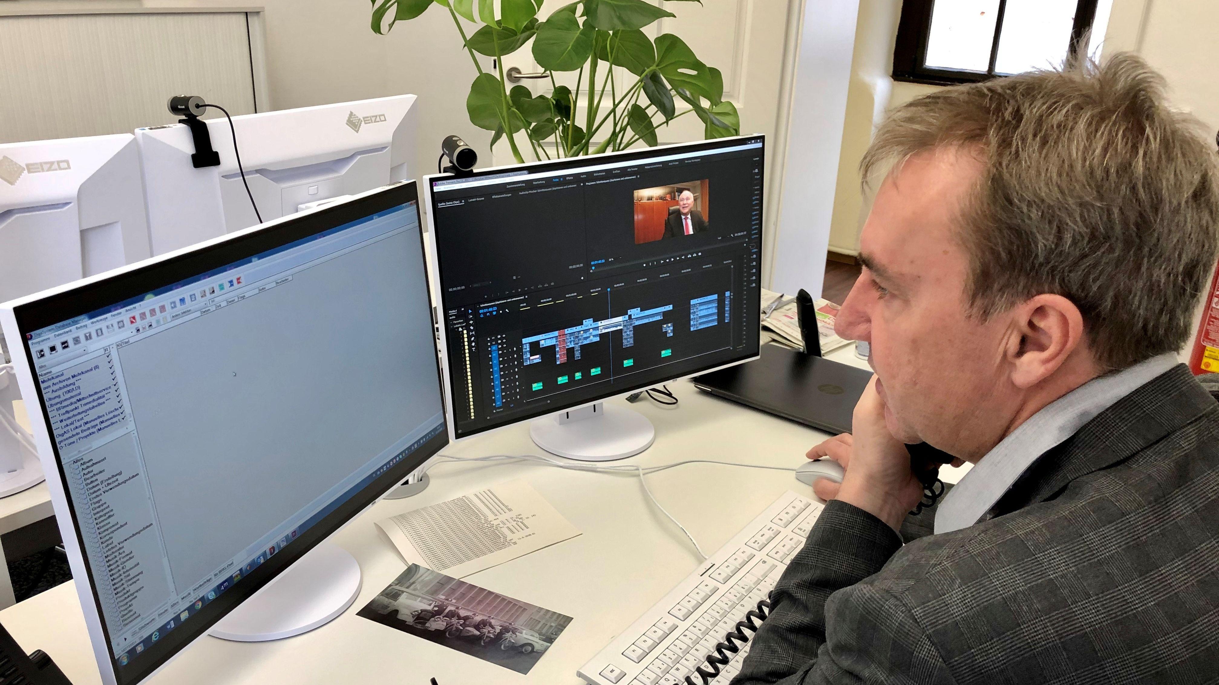 Korrespondent Harald Mitterer an seinem neuen Arbeitsplatz im neu bezogenen BR-Studio Landshut
