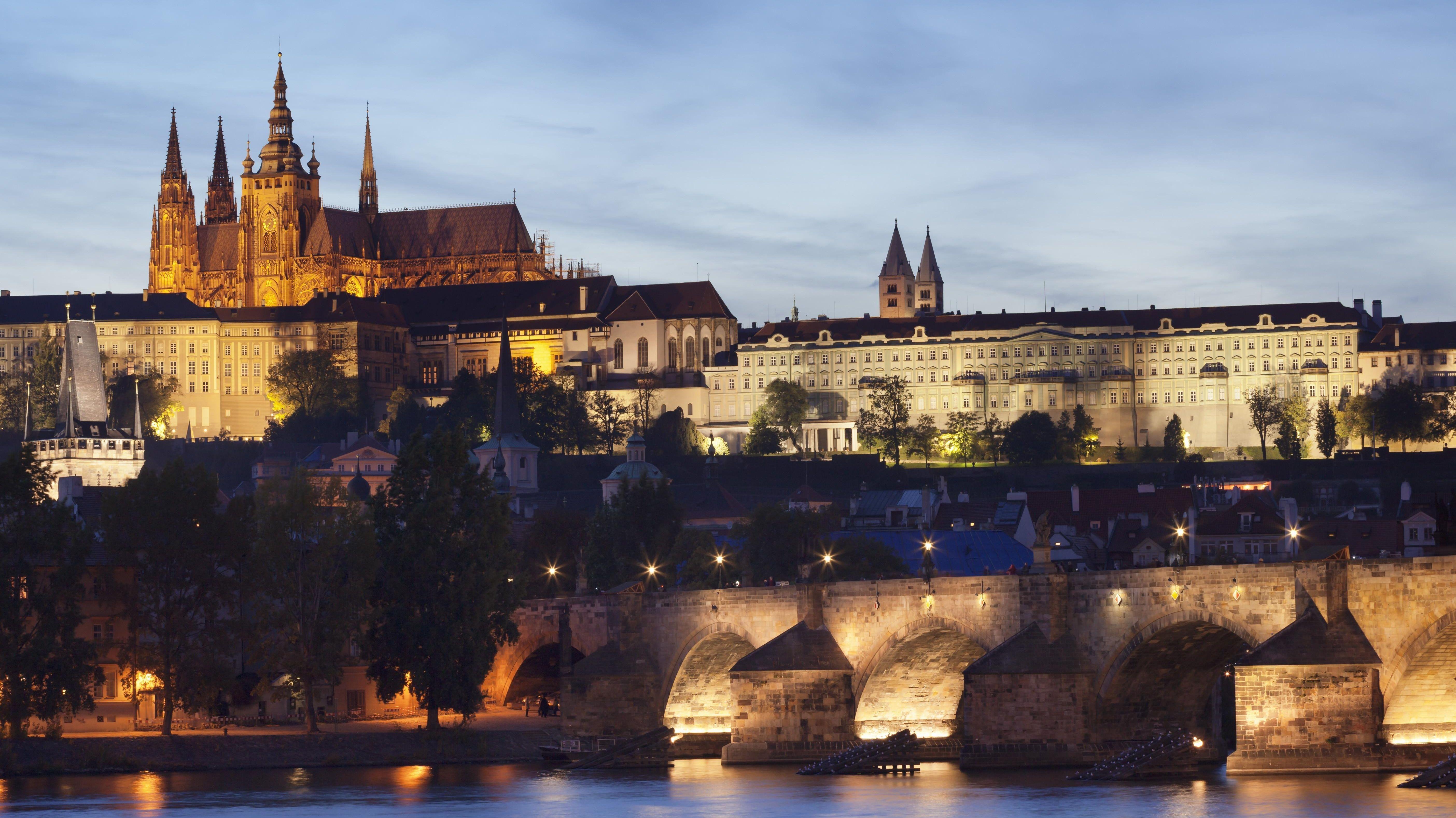 Ausblick über die Moldau zur Karlsbrücke, Hradschin und Veitsdom, Prag